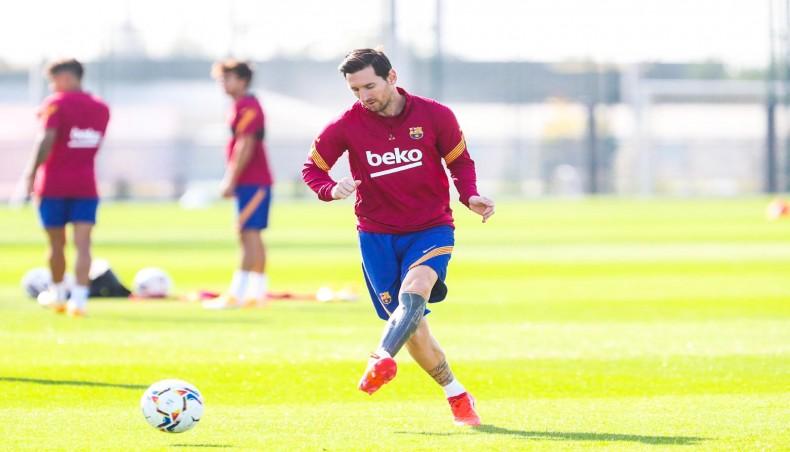 Barcelona gazump Bayern Munich to sign Sergio Dest for €21m