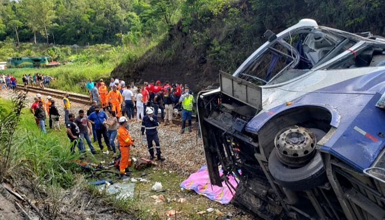 Bus falls off viaduct in Brazil, killing at least 16
