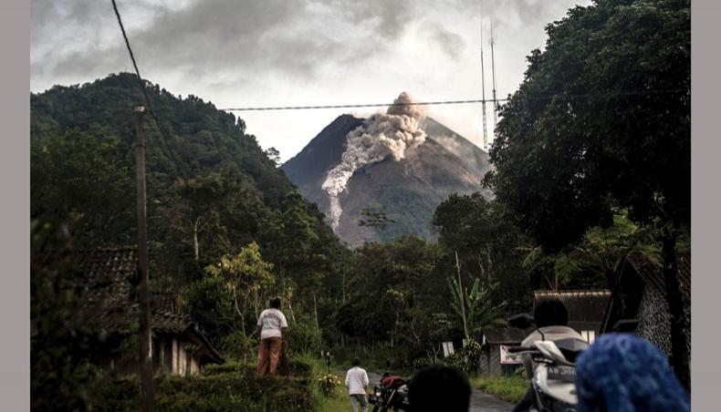 Indonesia's Mount Merapi volcano unleashes lava river in eruption
