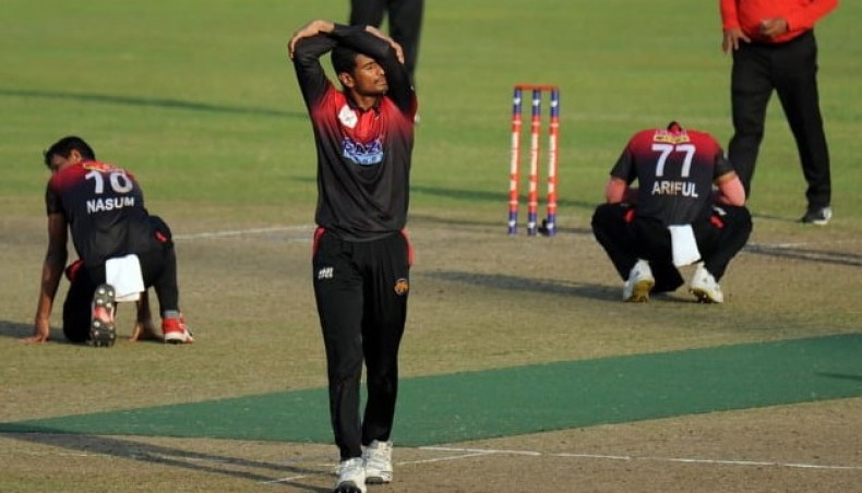 Mahmudullah fined for dissent against umpiring